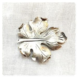 Vintage Sterling silver Oak leaf brooch.